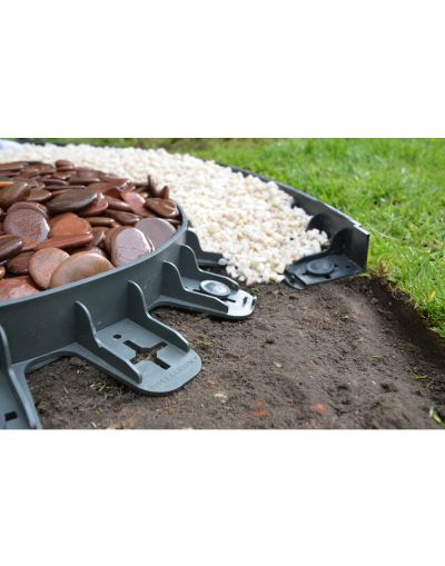 Lawn and border garden edging 45mm deep in black. 4 units with 16 pins (3m). Delivered price
